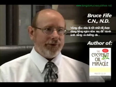 "video Dầu dừa bảo vệ da: phỏng vấn ""Bác Sĩ Dầu Dừa"" Bruce Fife"