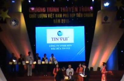 """Cty TNHH MTV Dầu Dừa TIN VUI nhận """"Huy Chương Vàng Chất Lượng Việt Nam Phù Hợp Tiêu Chuẩn Năm 2013"""""""