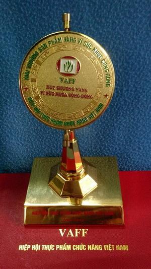 """Cty Dầu Dừa TIN VUI nhận Cúp Vàng và Giấy Chứng Nhận """"Sản Phẩm Vàng Vì Sức Khỏe Cộng Đồng"""" 28.4.2014 tại Nhà hát lớn Hà Nội"""